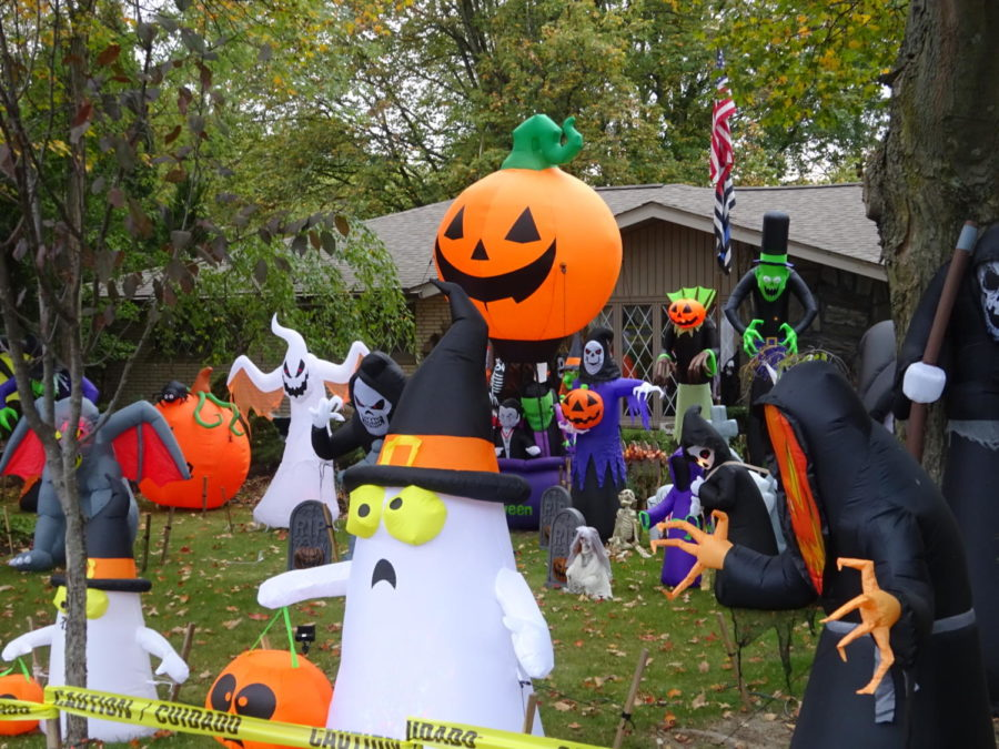 With+Halloween+coming+up%2C+many+houses+around+South+are+decorated+for+the+occasion.