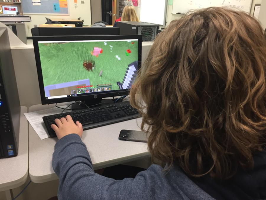 Junior Sebastian Pfefferkorn plays Minecraft during Ac. Lab, Oct. 15.