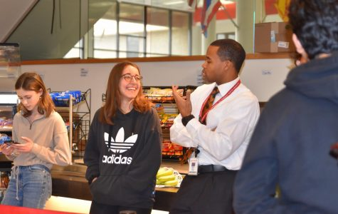 Assistant Principal Darryl Diggs has a discussion with senior Luna Mocellin, during first lunch. Next year, Diggs will be taking a job in the St. Charles City School District.